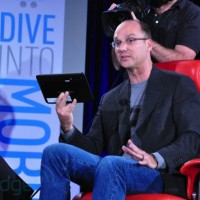 andy_rubin_demo_tablet04