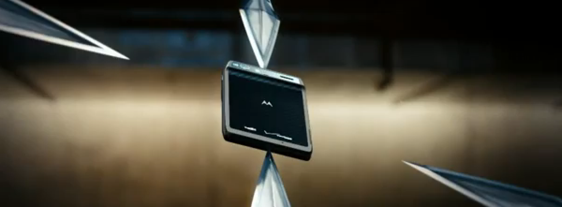"Droid Razr ""Strong Blade"" [VIDEO]"