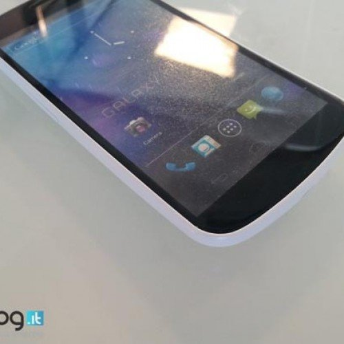 White Samsung Galaxy Nexus spotted in the UK, coming to the States?