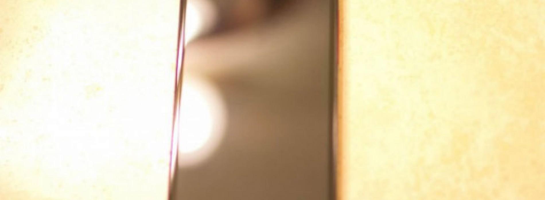 5-inch HTC DLX pictured with Verizon branding