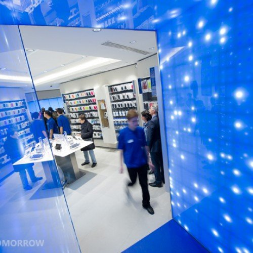 "Samsung opens their first ""Mobile Store"" in Paris"