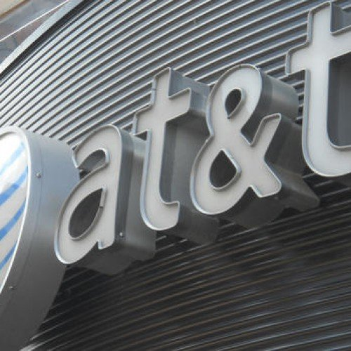 AT&T acquires Alltel's 585,000 customers and spectrum bands for $780 million in cash