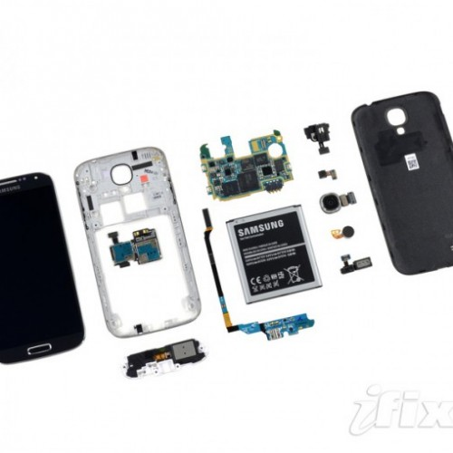 Galaxy S4 gets stripped down, looks easy to fix – mostly