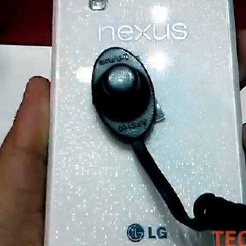 Elusive White Nexus 4 shows off on leaked video