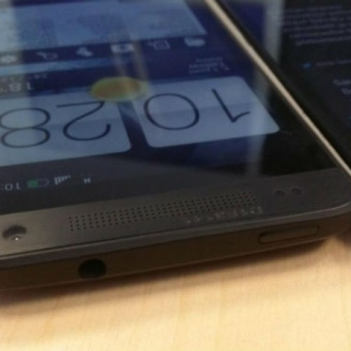 HTC One Mini 'M4' shows off for the camera