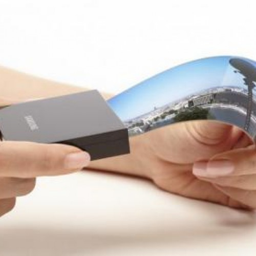 LG, Samsung introduce flexible displays ahead of device announcements