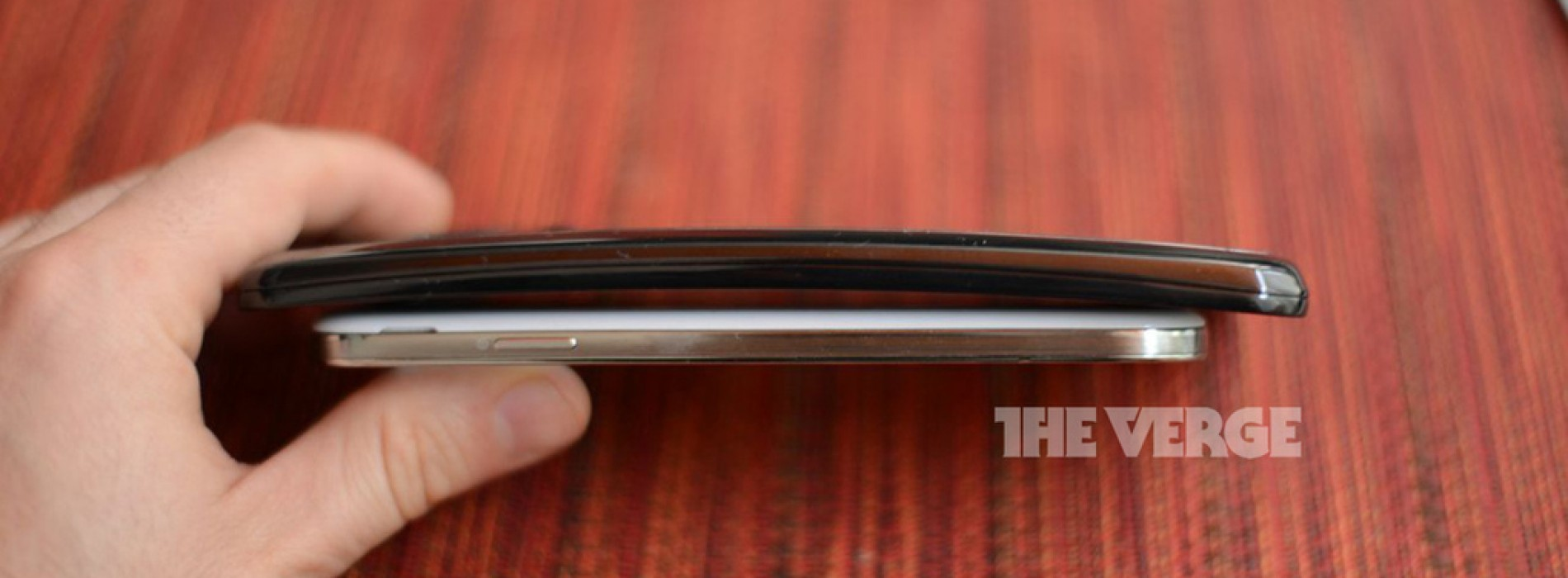 LG's curved G Flex emerges in early pictures
