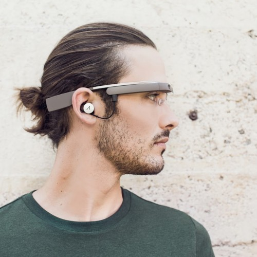 Google provides early glimpse at next-generation of Glass