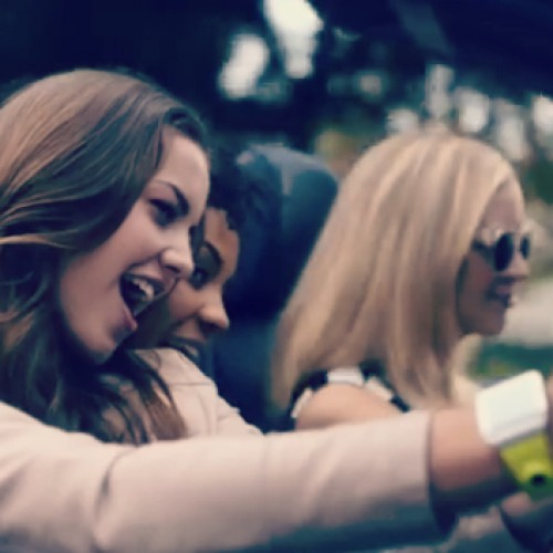 Samsung calls on Robin Thicke for new ad campagin