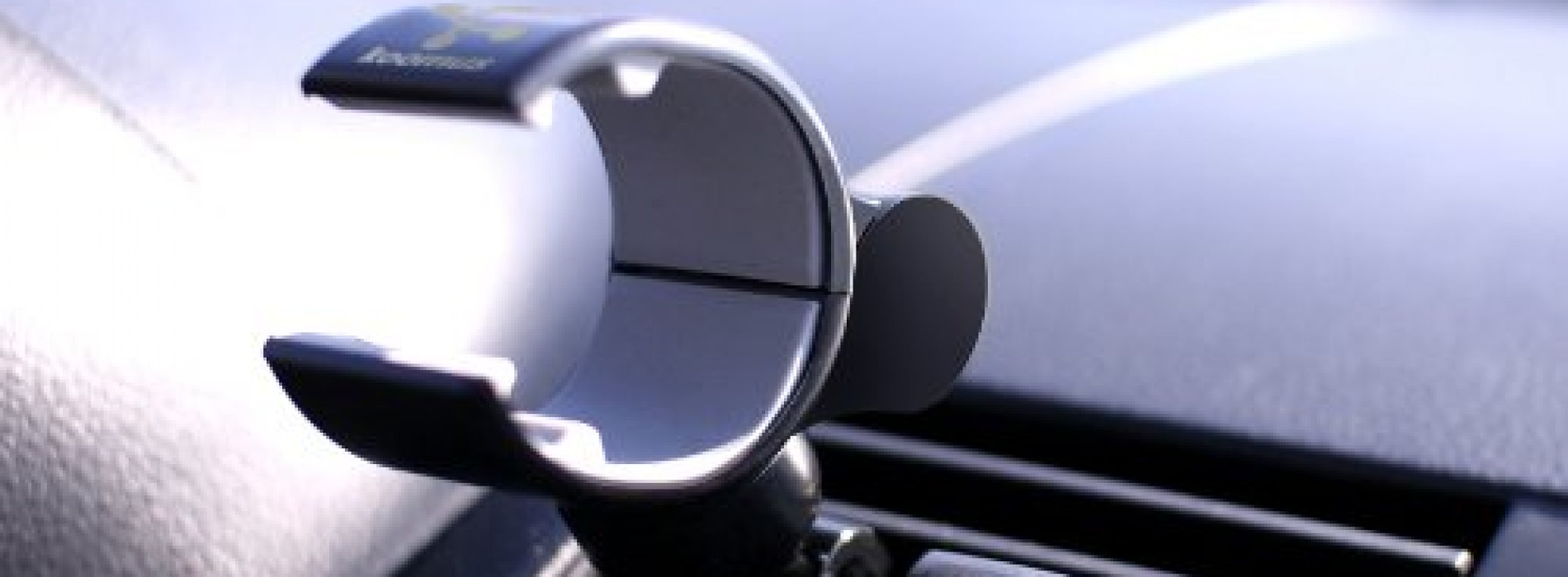 Accessory of the Day: Koomus Air Vent Smartphone Car Mount $15.99
