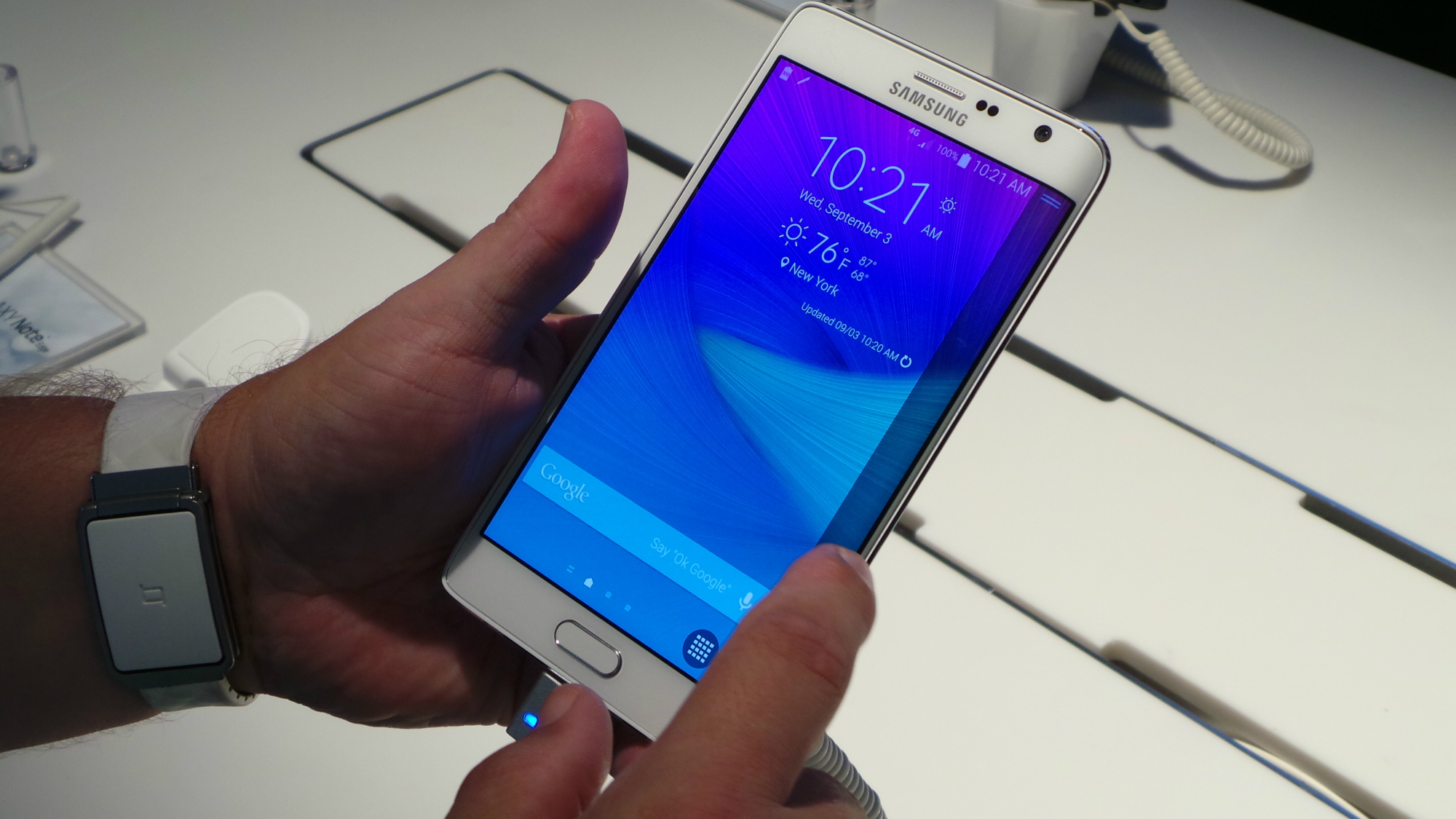 samsung galaxy note edge comes to u s cellular on january 7. Black Bedroom Furniture Sets. Home Design Ideas