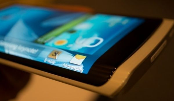Samsung surprised many with the intriguing design of the Samsung Galaxy Note Edge