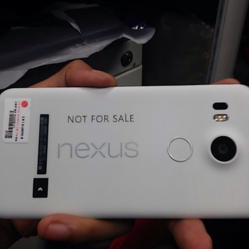 The first pictures of the LG Nexus 5 (2015) have leaked
