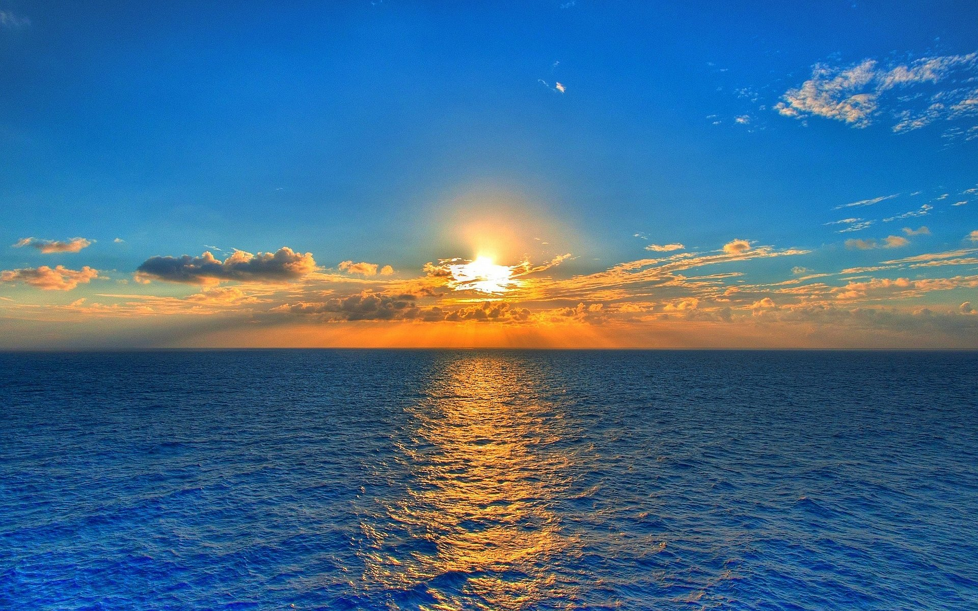 6982647-sunset-over-sea