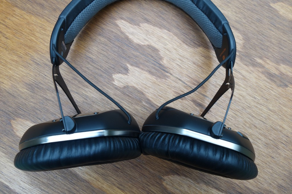 The earcups allow for some rotation for a good fit on different sized heads.