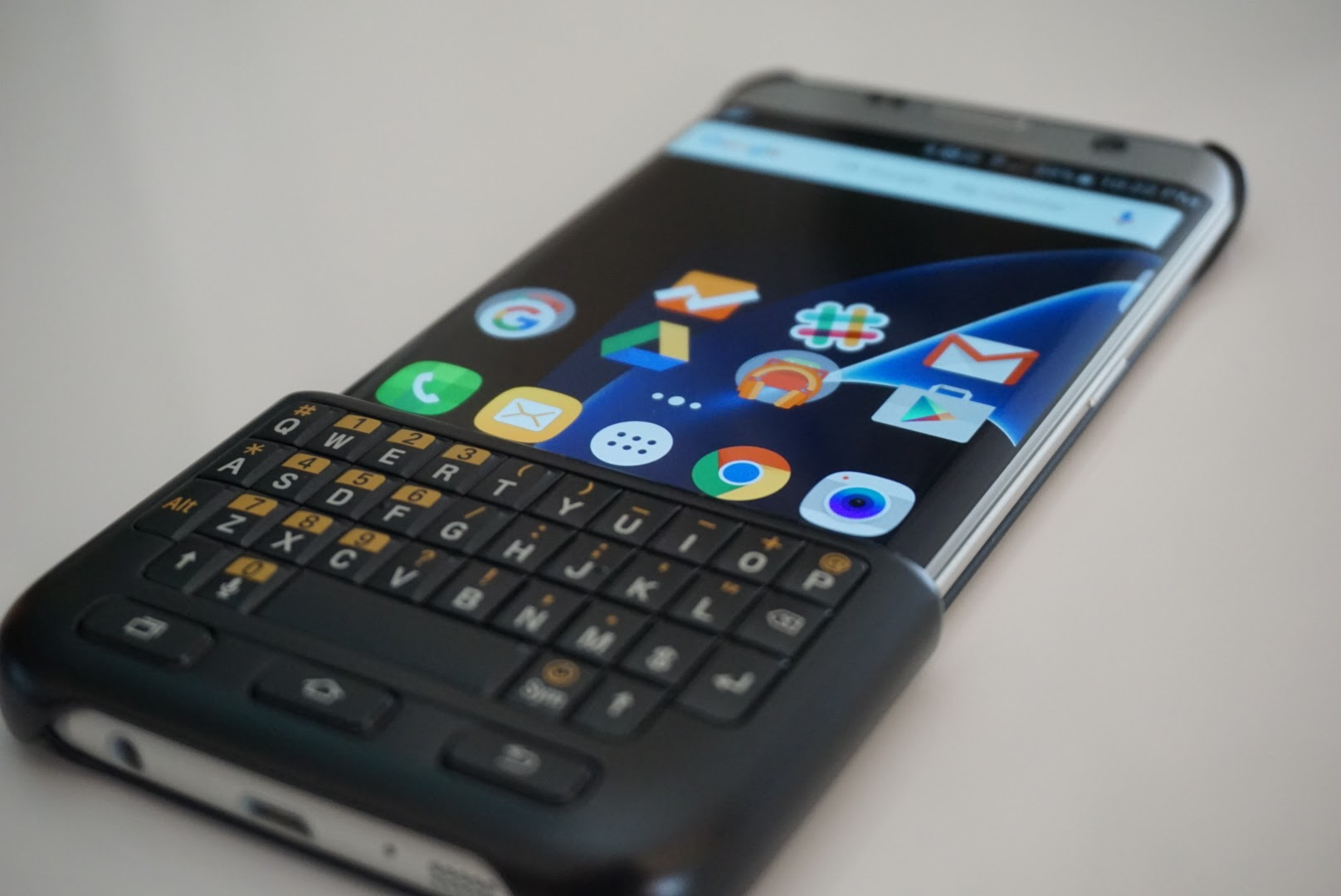 Blackberry revived on the Samsung Galaxy S7 edge: Keyboard Cover ...