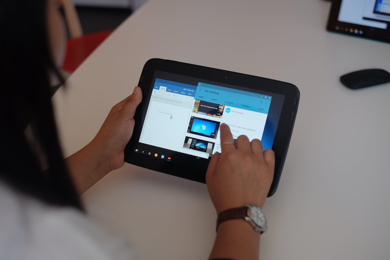 2. Nexus 10