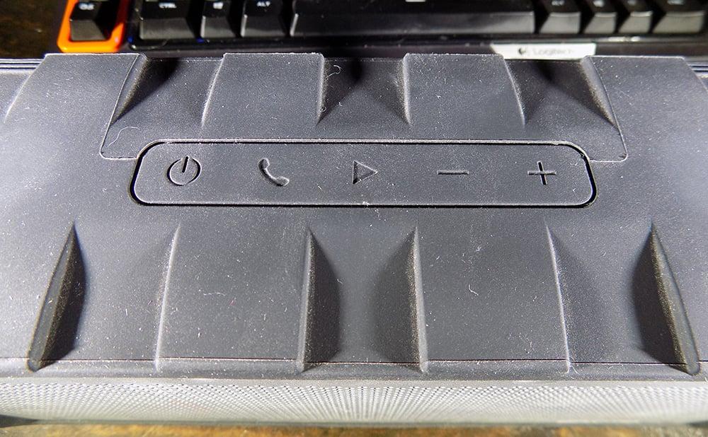 Braven BRVHD buttons