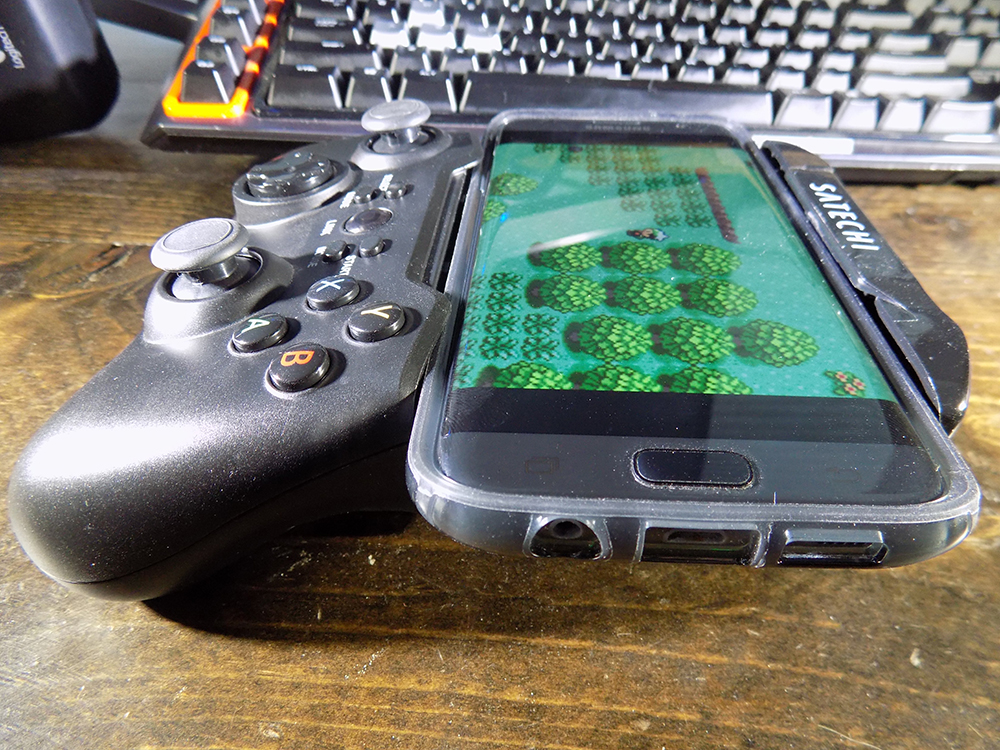 Satechi Gamepad with phone side