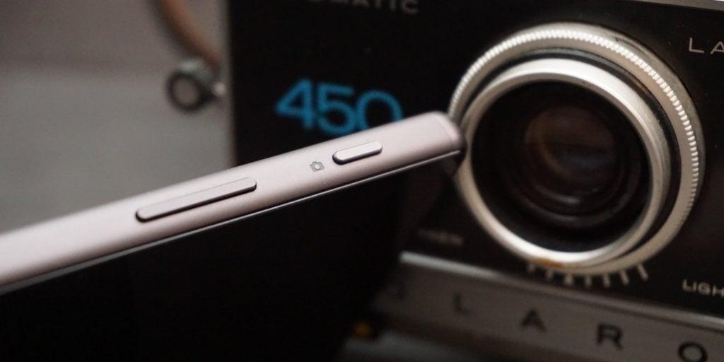 Sony Xperia Z5 camera button