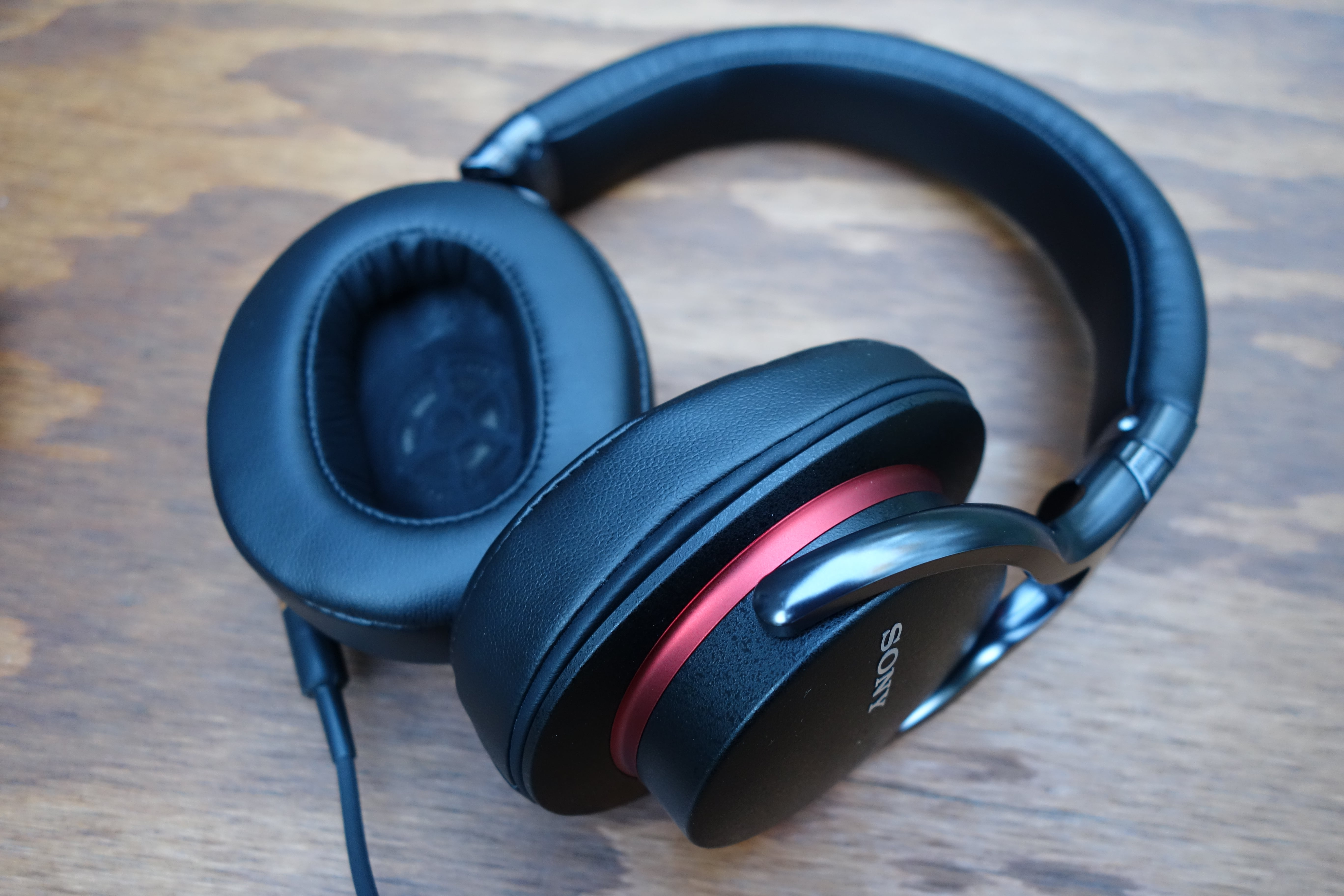 Sony Mdr 1a Over Ear Headphones Review Classy On The