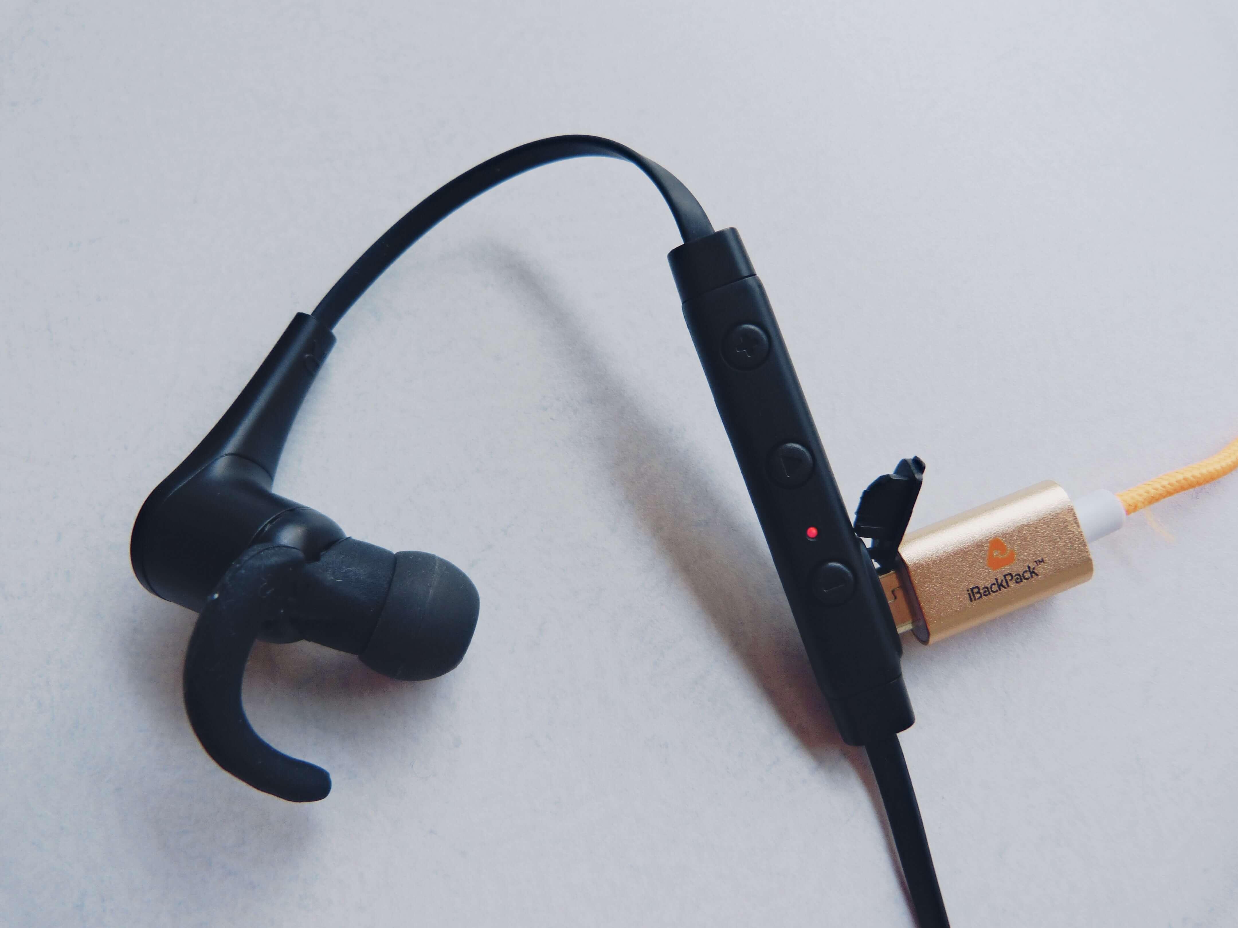 aukey_Bluetoothearphones01