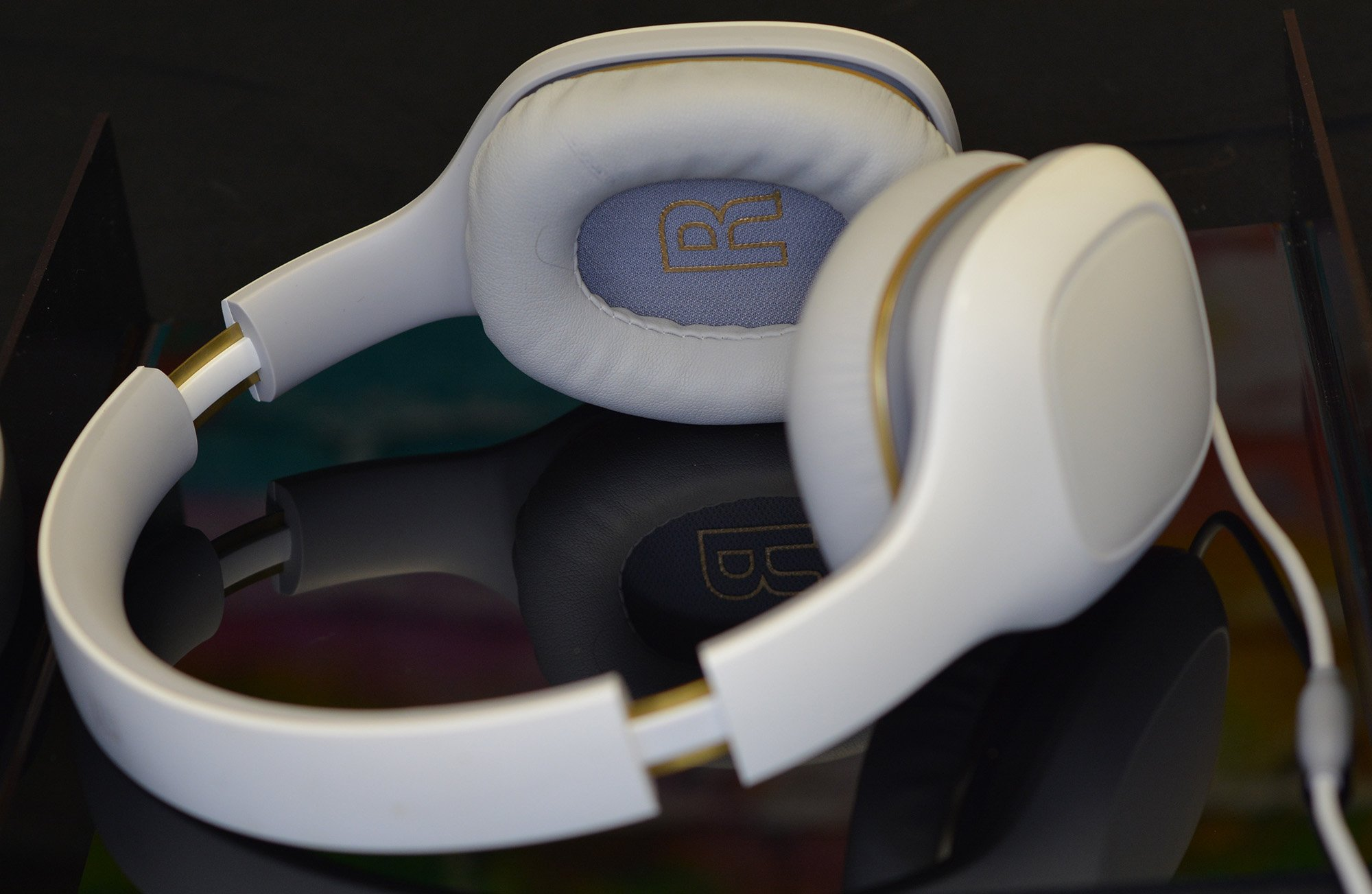Xiaomi Mi Headphones 30 That Competes With The Big Boys Original Sport Bluetooth Wireless Headset Earphone Headphone Dont Squeeze My Head At All Which Is Nice For Comfort But Can Make Them Come Off When Whipping Around To Talk Someone Standing