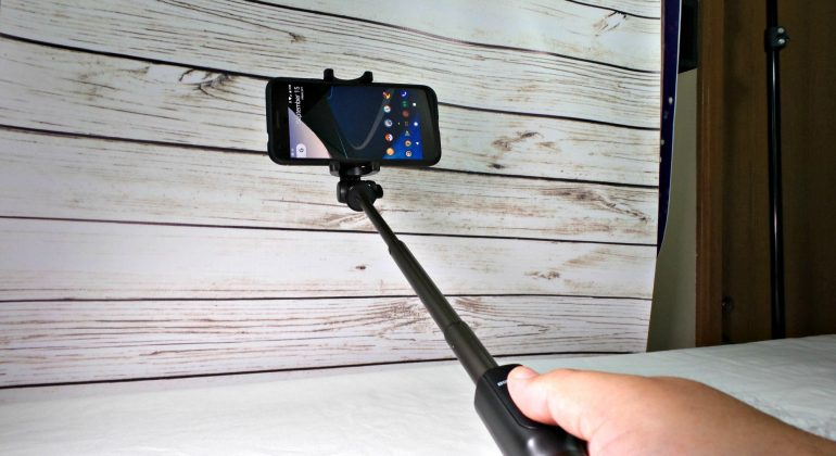 blitzwolf bw bs3 selfie stick review androidguys howldb. Black Bedroom Furniture Sets. Home Design Ideas