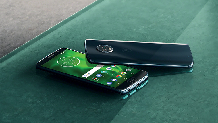 Moto Z3 Play kicks the home button to the curb