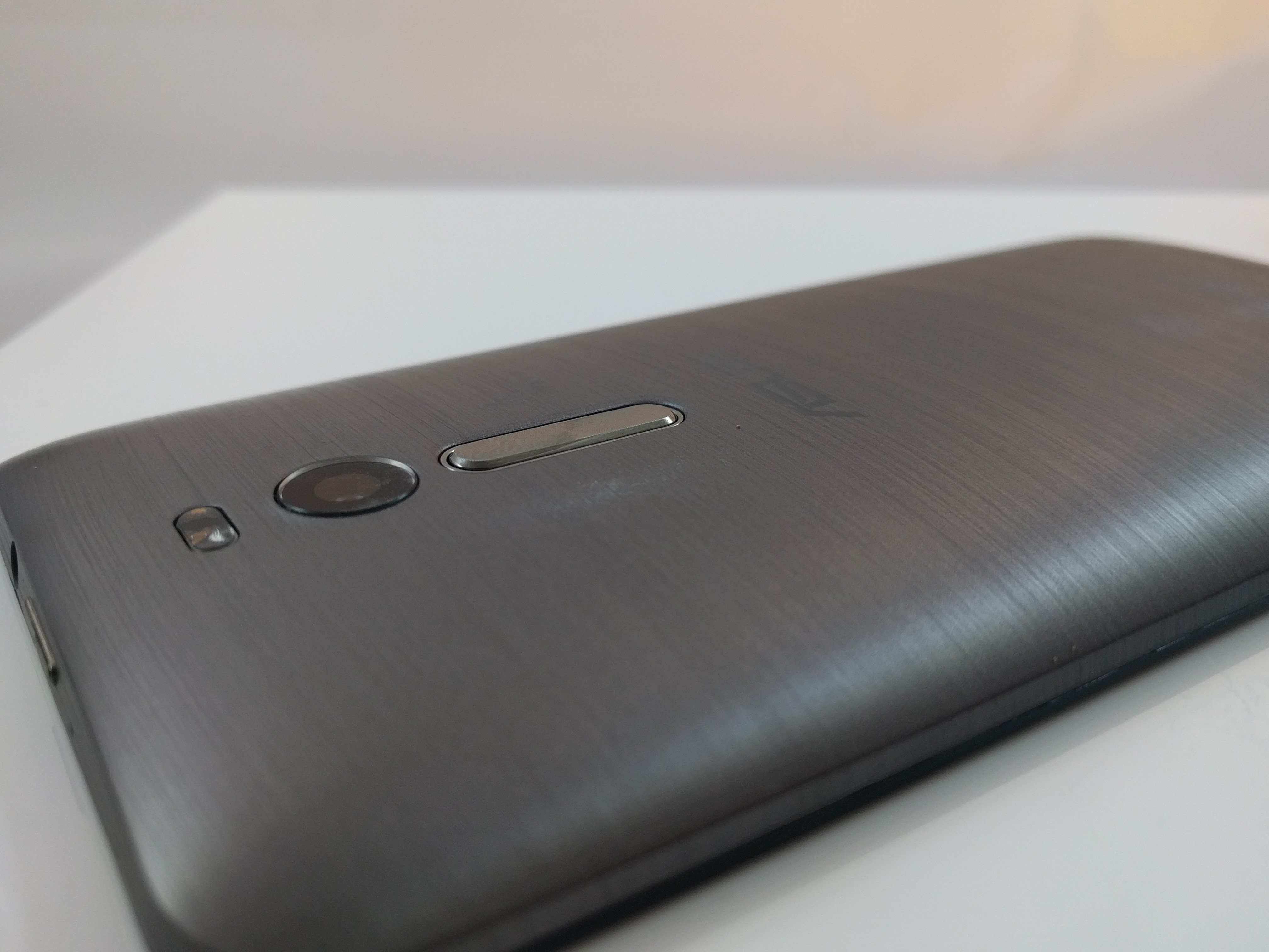 The Asus Zenfone 2 is the perfect example of why unlocked phones will rule the market in 2016 Review