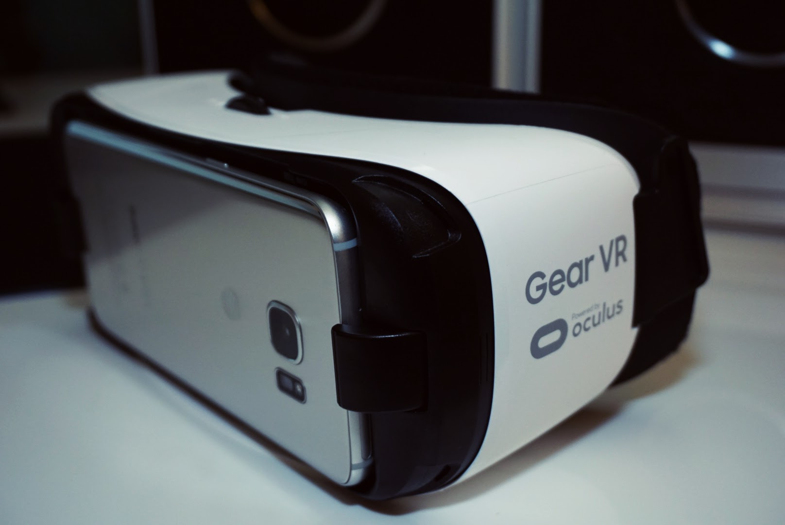 Four must-have Virtual Reality apps and Bluetooth game pads for the Samsung Gear VR
