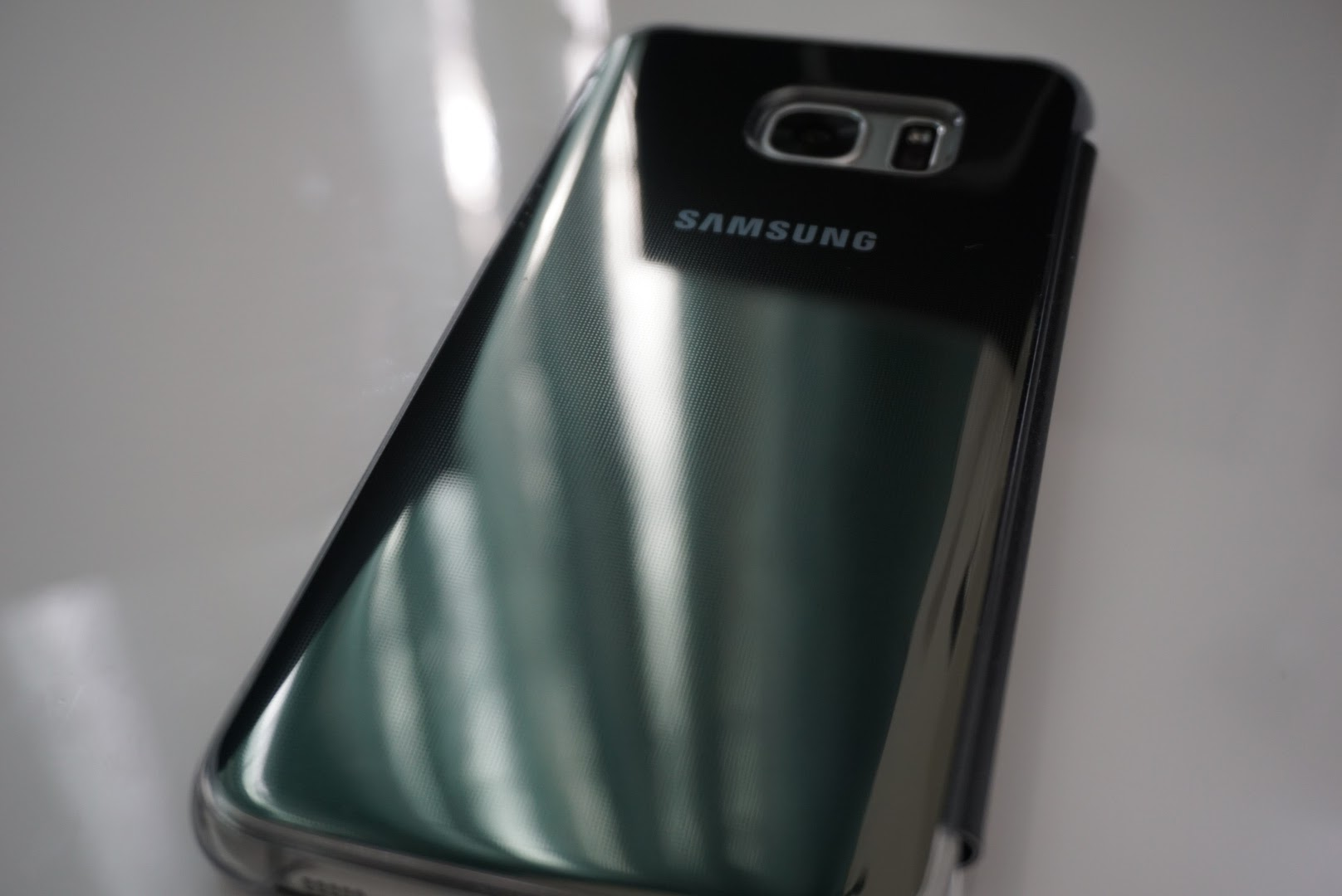S7 edge S-View Flip Cover.