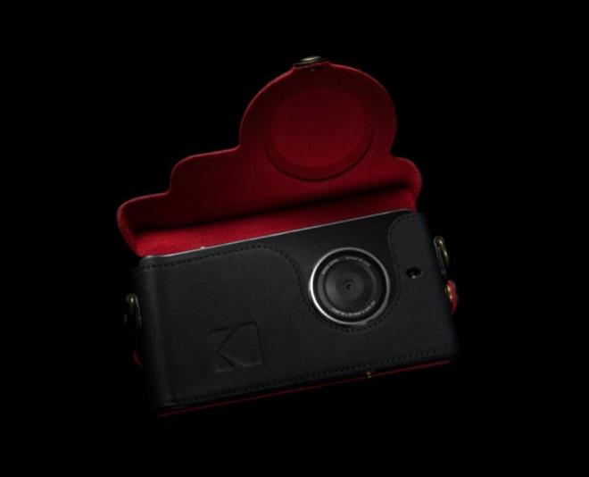 kodak-ektra-with-phone-case