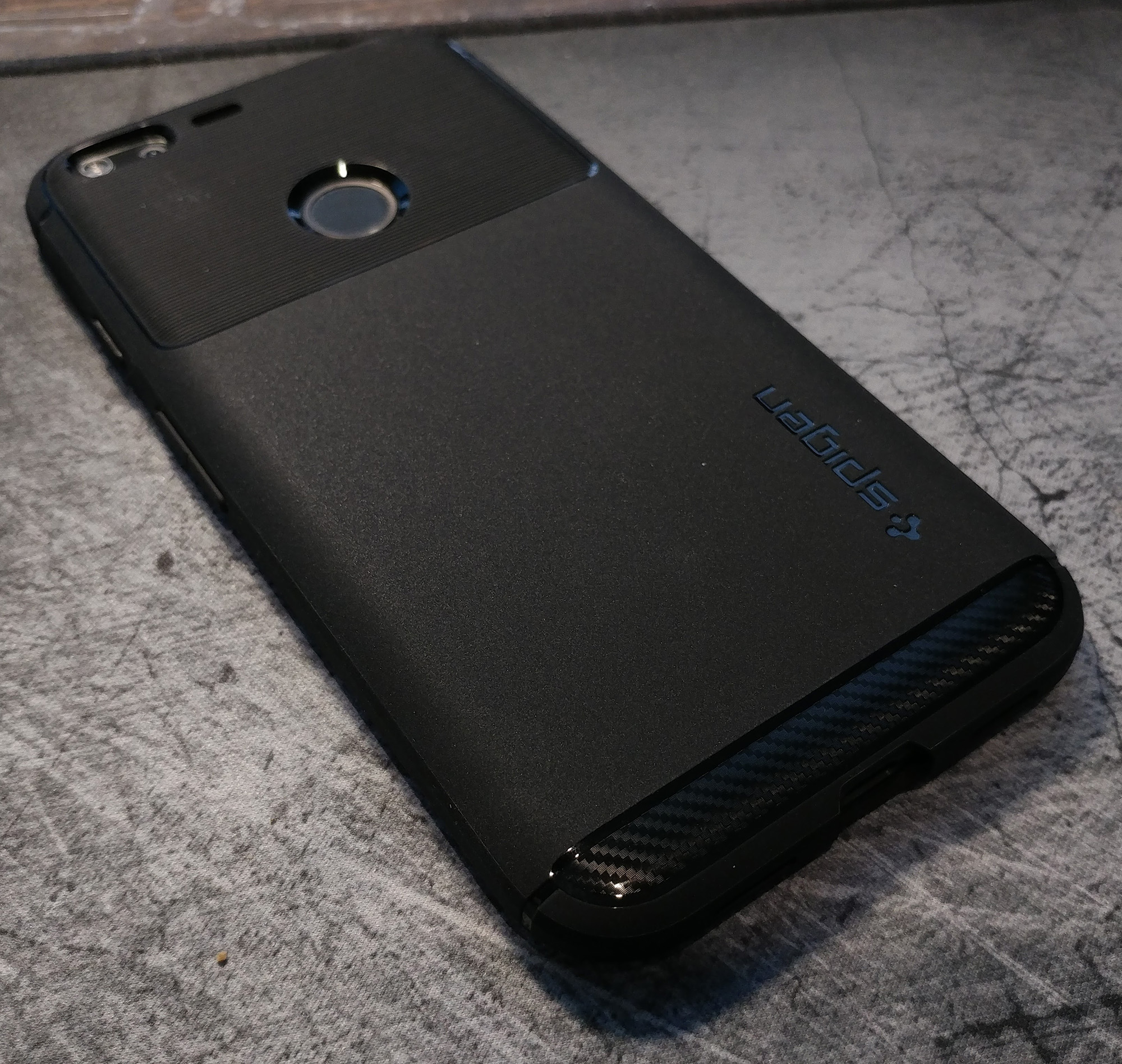 spigen-pixel-xl-rugged-armor-back