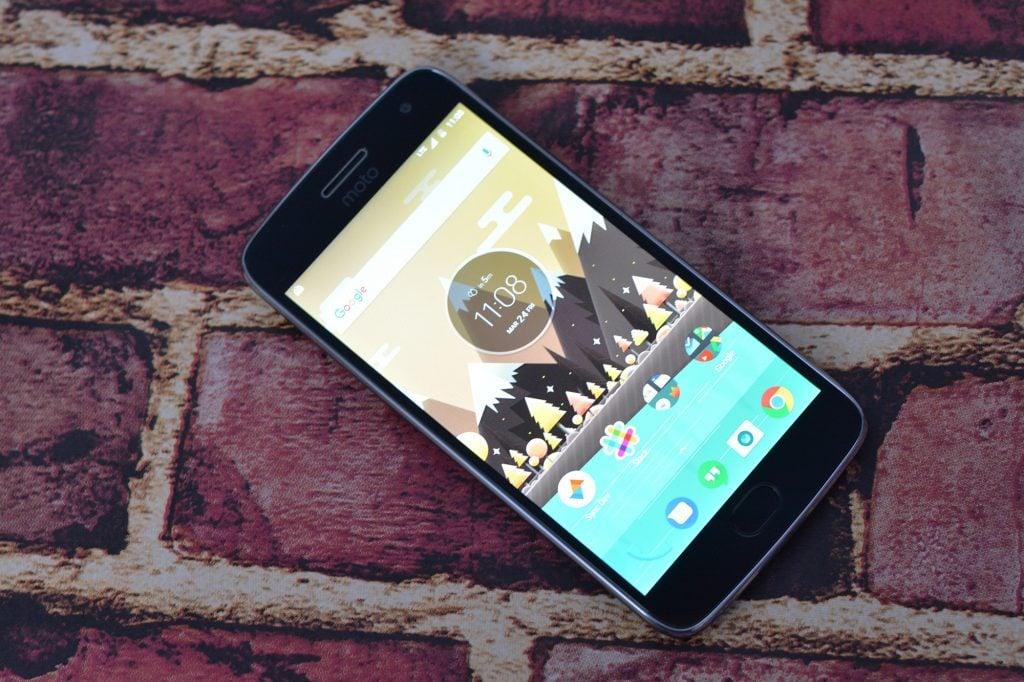Honor 8 vs Motorola Moto G5 Plus (Value-Packed Smartphone