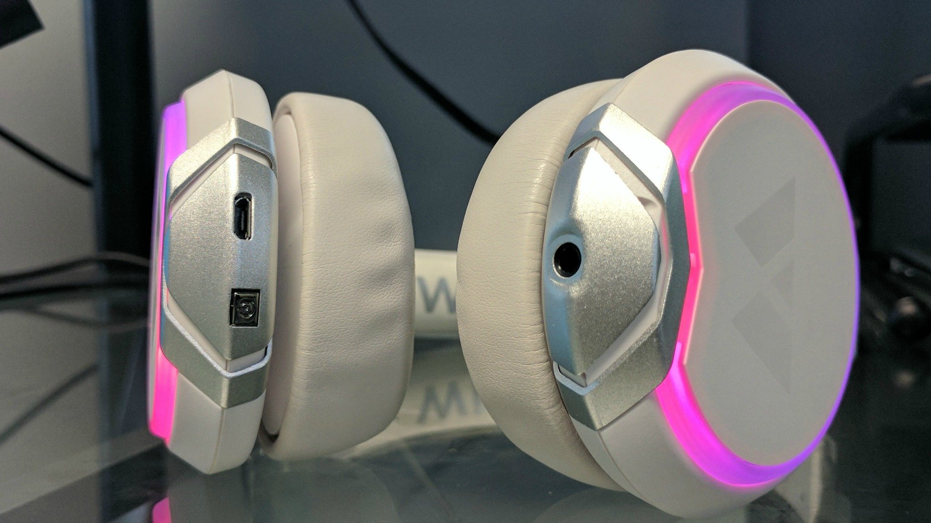 6bb8752dc87 Wearhaus Arc review: The world's first 'social headphones'