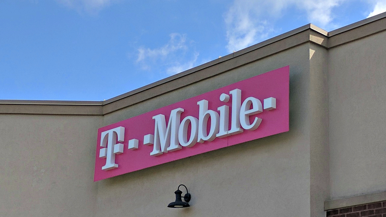 Free phones from T-Mobile and MetroPCS this tax season