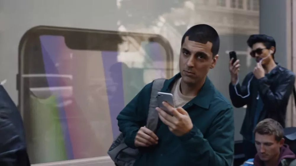 Samsung throws shade at Apple's notch with its latest ad