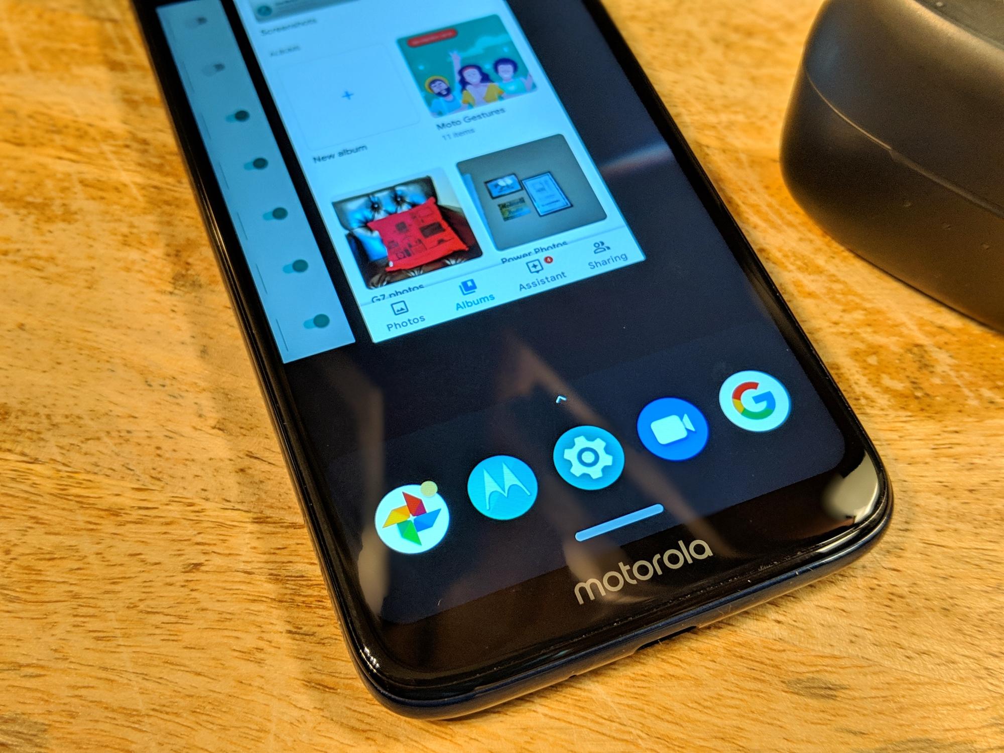 Motorola's gesture navigation is fantastic
